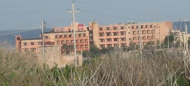 Riu Seabank Hotel aus der Ferne vom Popeye Village aus fotografiert